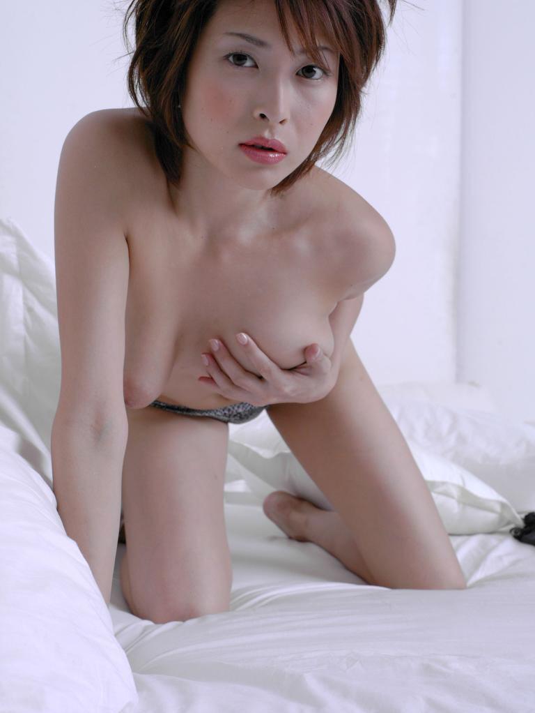 Former-AV-idol-Nana-Natsume-nude-021-by-ohfree.net_ Japanese film actress, former AV idol Nana Natsume nude sexy leaked