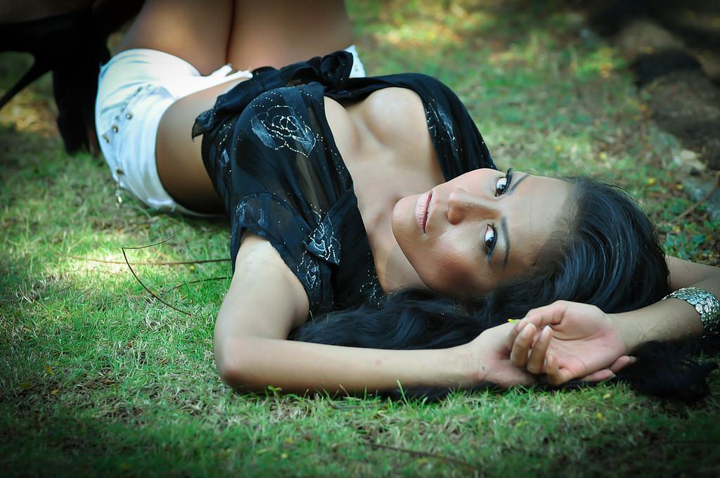 Indonesian-model-Entin-Eva-Kartini-010-by-ohfree.net_ Indonesian model Entin Eva Kartini nude sexy photos leaked