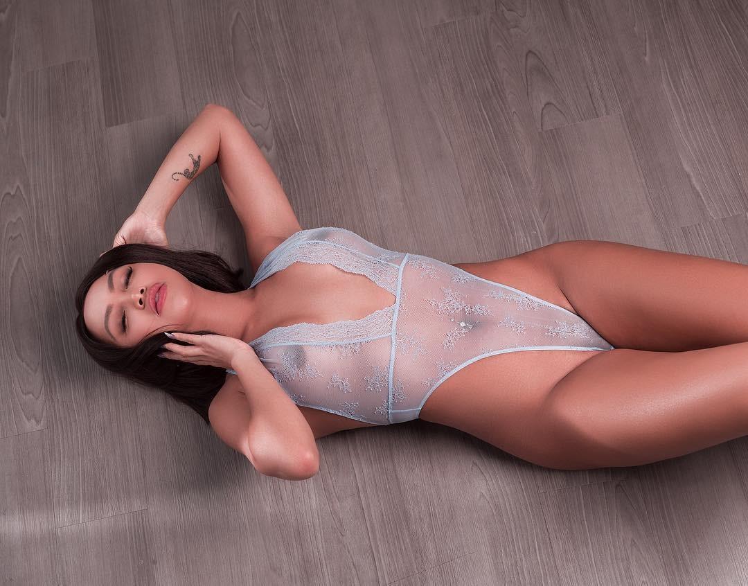 Mia Gray  nackt