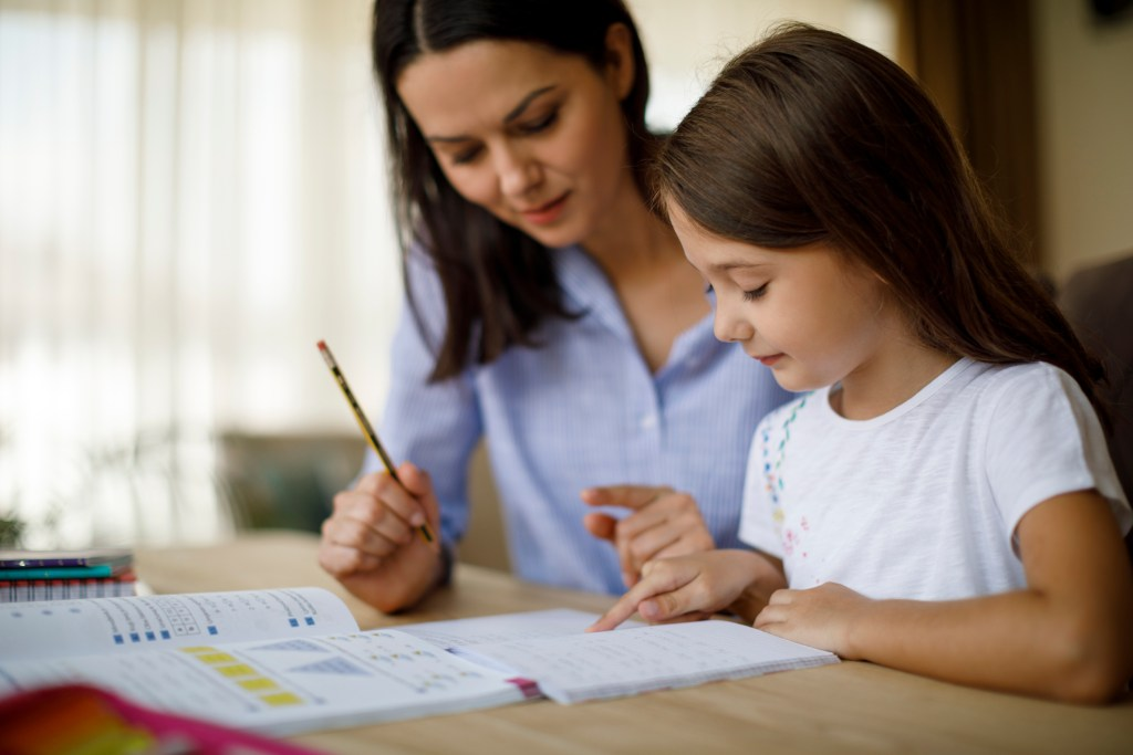 Como motivar os filhos para os estudos durante a quarentena title