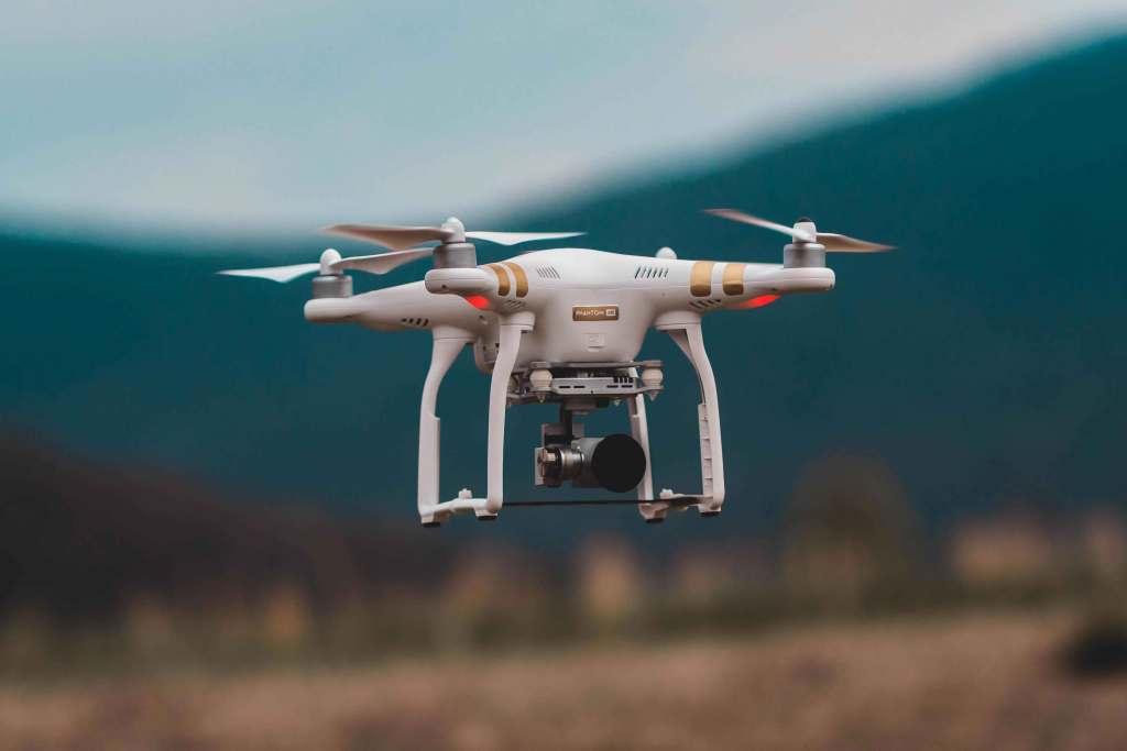 O que deves ter em conta antes de comprar um drone title