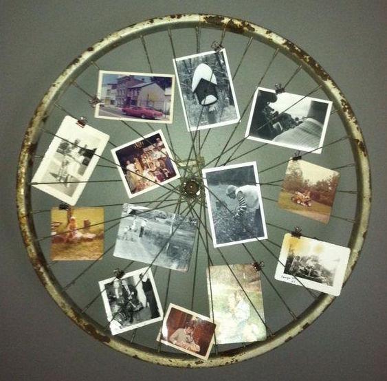 moldura para fotos feita com roda de bicicleta antiga