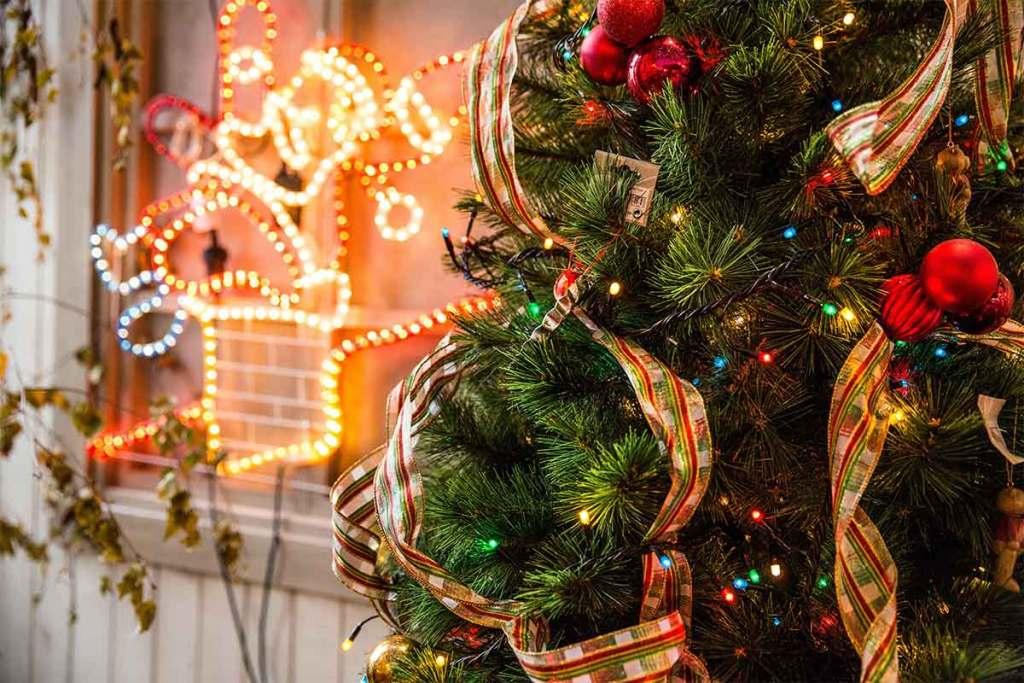 Como decorar a árvore de Natal: 5 ideias de última hora title