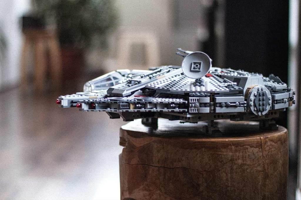 Modelo LEGO do Millennium Falcon