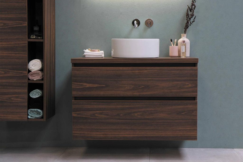 Arrumação da casa de banho: 8 dicas para ganhar espaço title