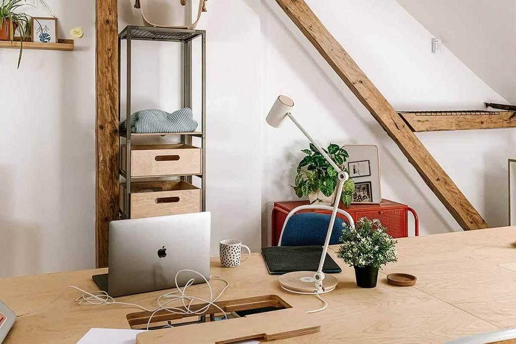 Home office no sótão