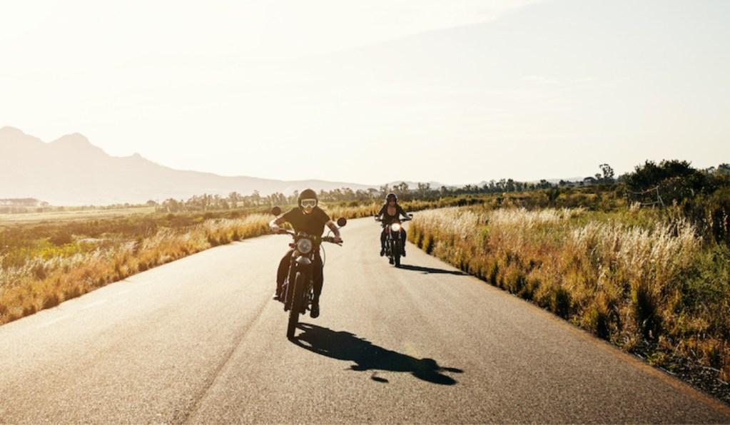 3 motos de viagem perfeitas para uma road trip title