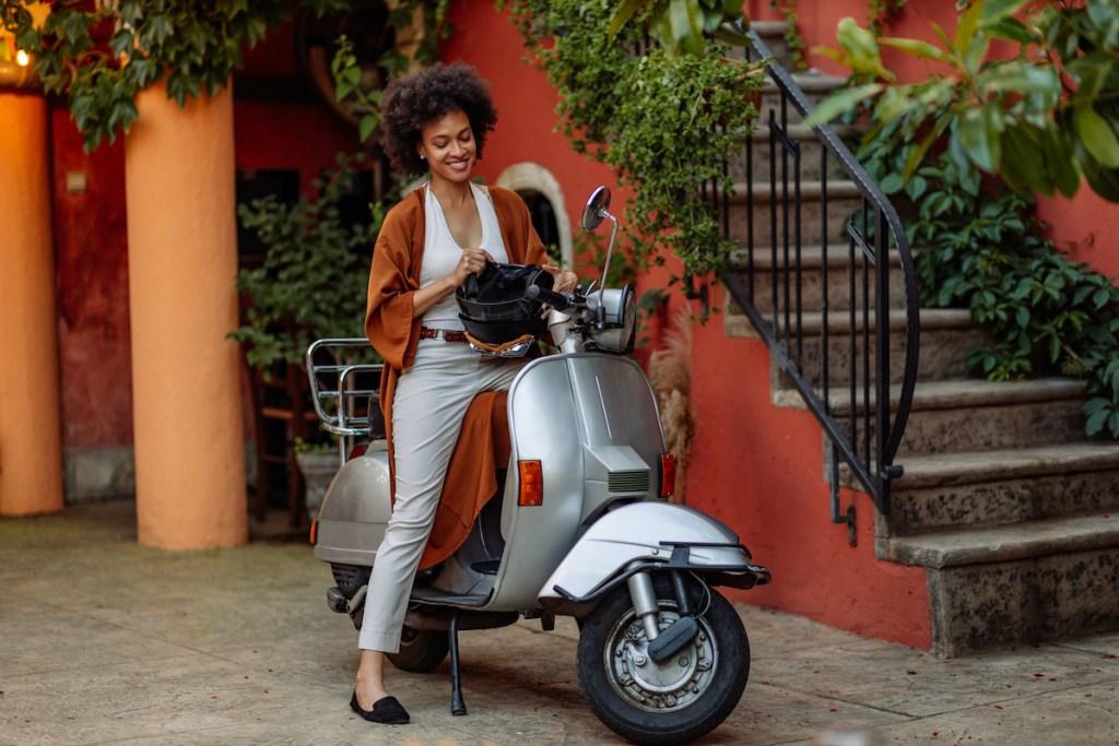 A partir de que idade podes conduzir uma moto? title