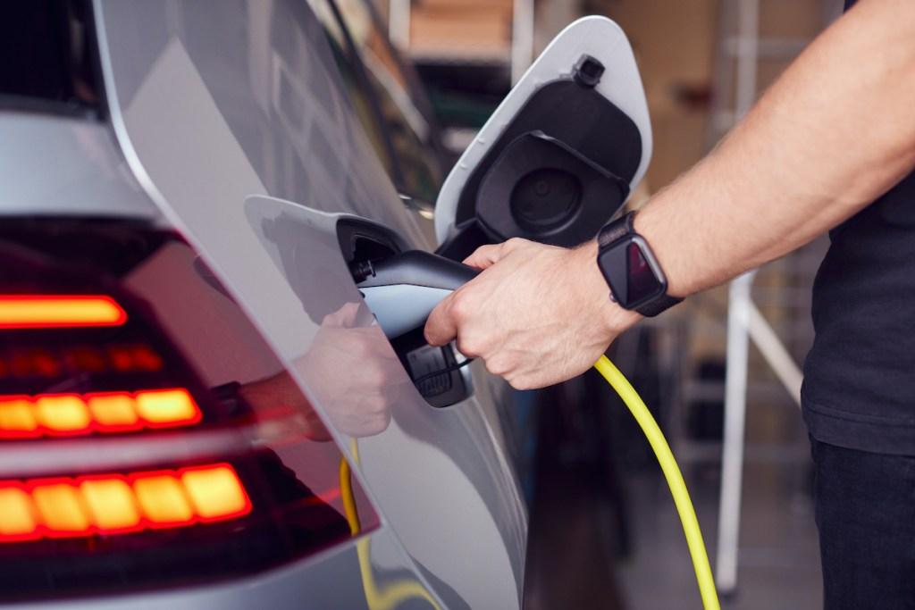 4 carros elétricos usados até 10.000€ title