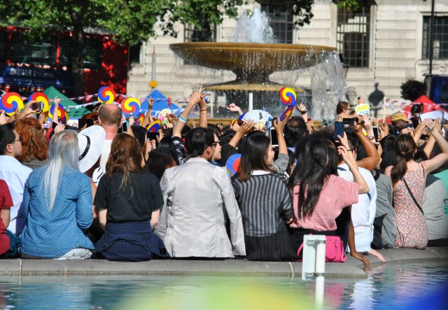 Crowd-(1)