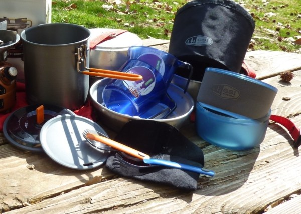 Cleaning the backpacking kitchen set