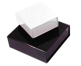 Geschenkboxen schwarz und weiß