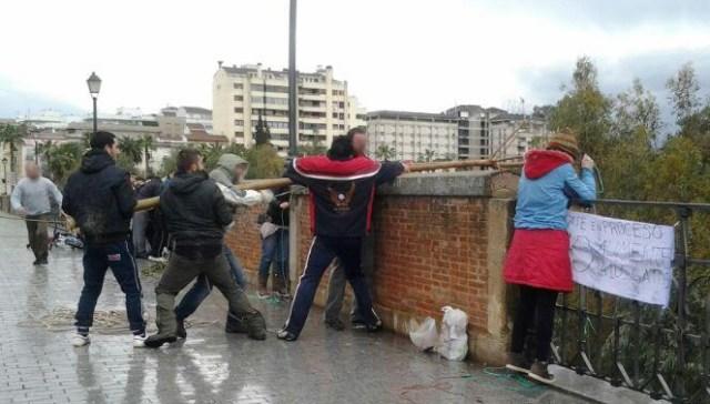 Momento del rescate (subida de la cesta al puente)