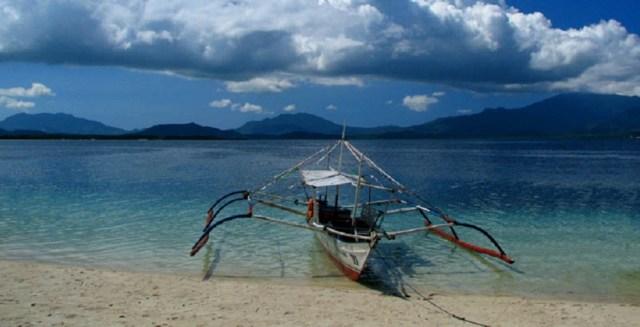 philippines-boat-mindoro-ocean-beach