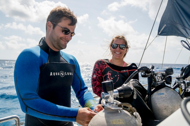 What to expect on a boat dive scuba couple gearing up