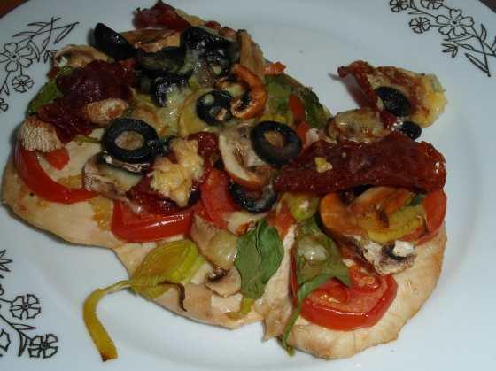 Hotová středozemní pizza