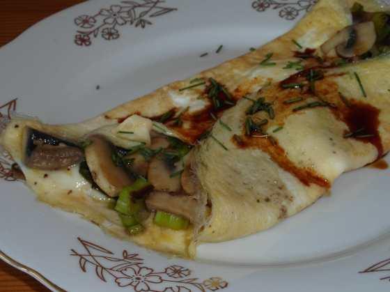 Houbová omeleta s kecap manis