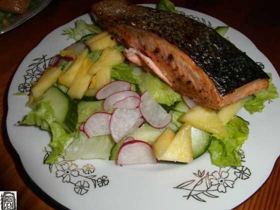 Losos s křupavou kůrkou a salát