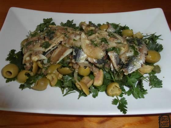 Grilované sardinky, petrželový salát a ančovičkový dresink
