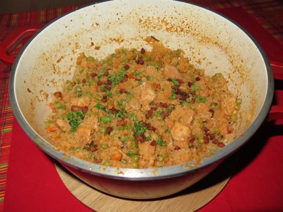 Plný hrnec cajunského kuře