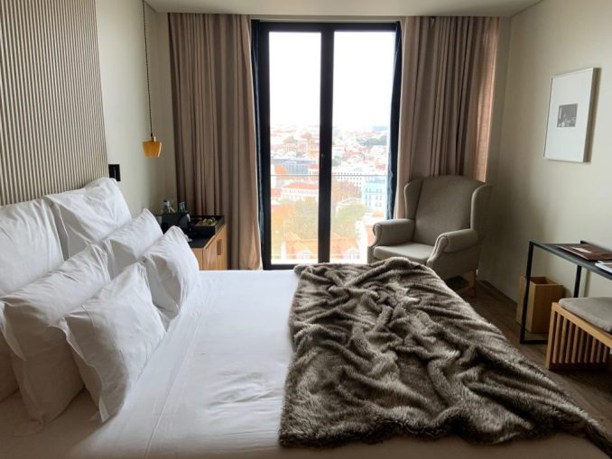 Quarto com vista para Lisboa no hotel boutique de luxo Memmo Príncipe Real