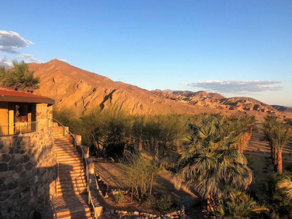 A paisagem do surpreendente hotel Inn at Death Valley, na Califórnia, que fica em um oásis no deserto do Vale da Morte