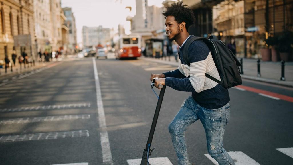 balade en ville avec trottinette électrique