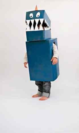 Kostým dinosaura z krabice
