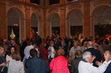 Vino español ofrecido tras la inauguración