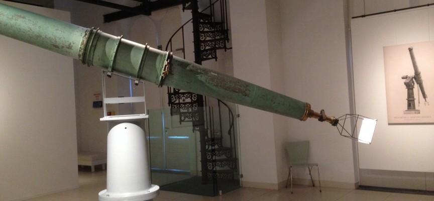 L'héliomètre de Houzeau exposé dans l'exposition appartient à la collection de l'Observatoire royal.