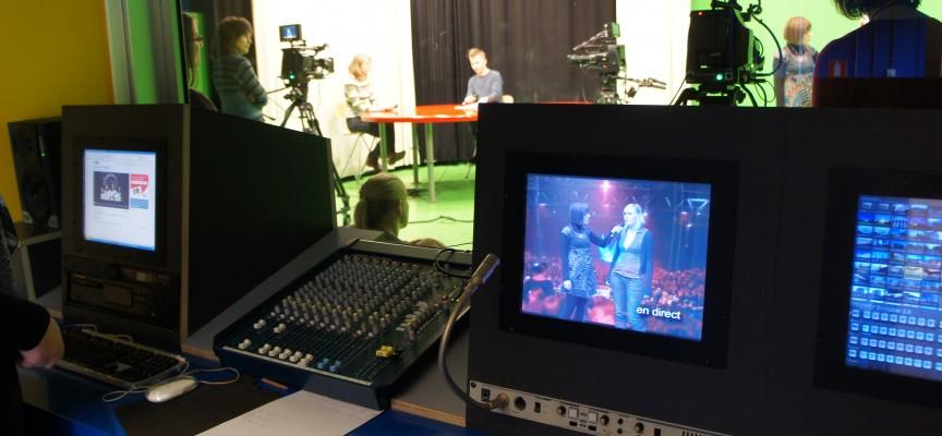 Enregistrement en cours : le présentateur et son invité en plateau