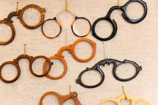 Monturen van brillenmode door de jaren heen