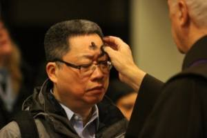 A man receives ashes on Ash Wednesday at St. Francis of Assisi Church in New York in 2014.  (http://www.todayscatholicnews.org/category/rhoades-columnists/)