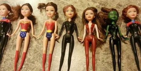 Una mamma crea per la figlia Barbie supereroine