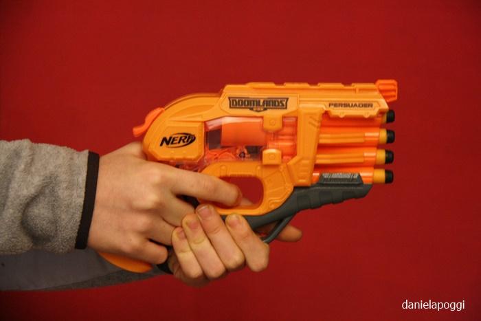 Armi giocattolo per bambini: giusto o sbagliato?