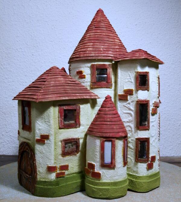 Come costruire un castello con le bottiglie di plastica