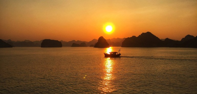 first timer guide to vietnam, halong bay