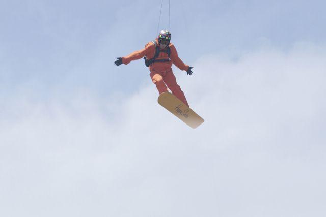 "SnowboarderAdrian ""Wildman"" Cenni inHappy Socks online campa"