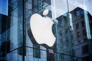 apple-store-logo-on-5th-avenue-in-new-york-city-glass-building-by-bohlin-cywinski-jackson-architects-for-editorial-use-only-1