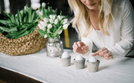 Simple & Elegant DIY Easter Egg Decor