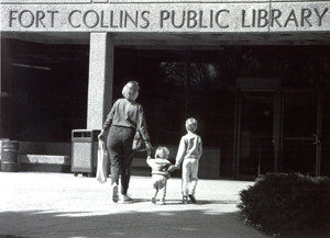 Visitors head in to Main Library, 1992