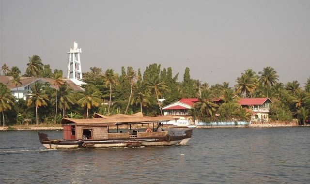 Ashtamudi-Backwater-of-Kerala