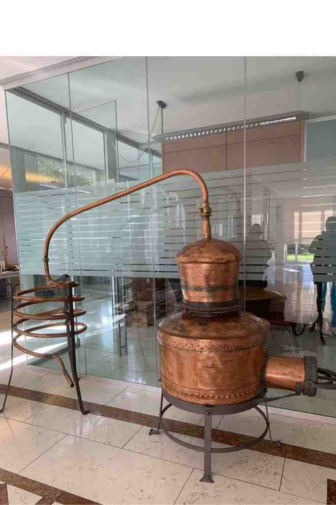 Antica caldaia distillatrice