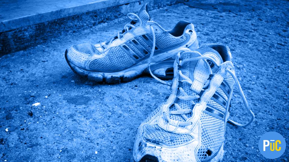 Scarpe sportive: come lavarle per eliminare il cattivo odore