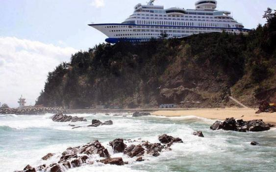 Ship shaped Hotel in S. Korea (Sun Cruise in Jungdongjin) !!