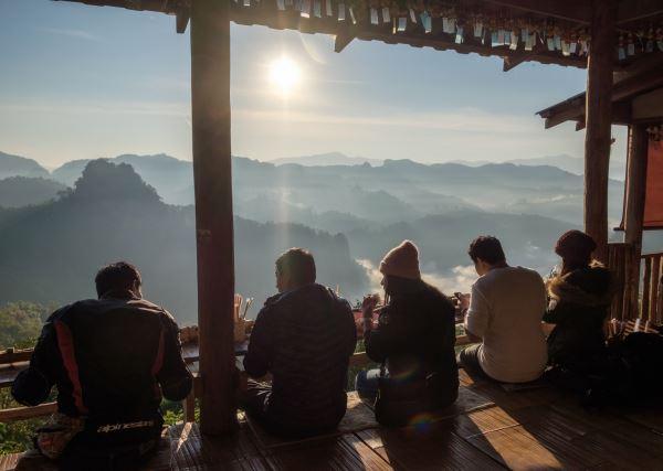 Turistas comiendo en Tailandia