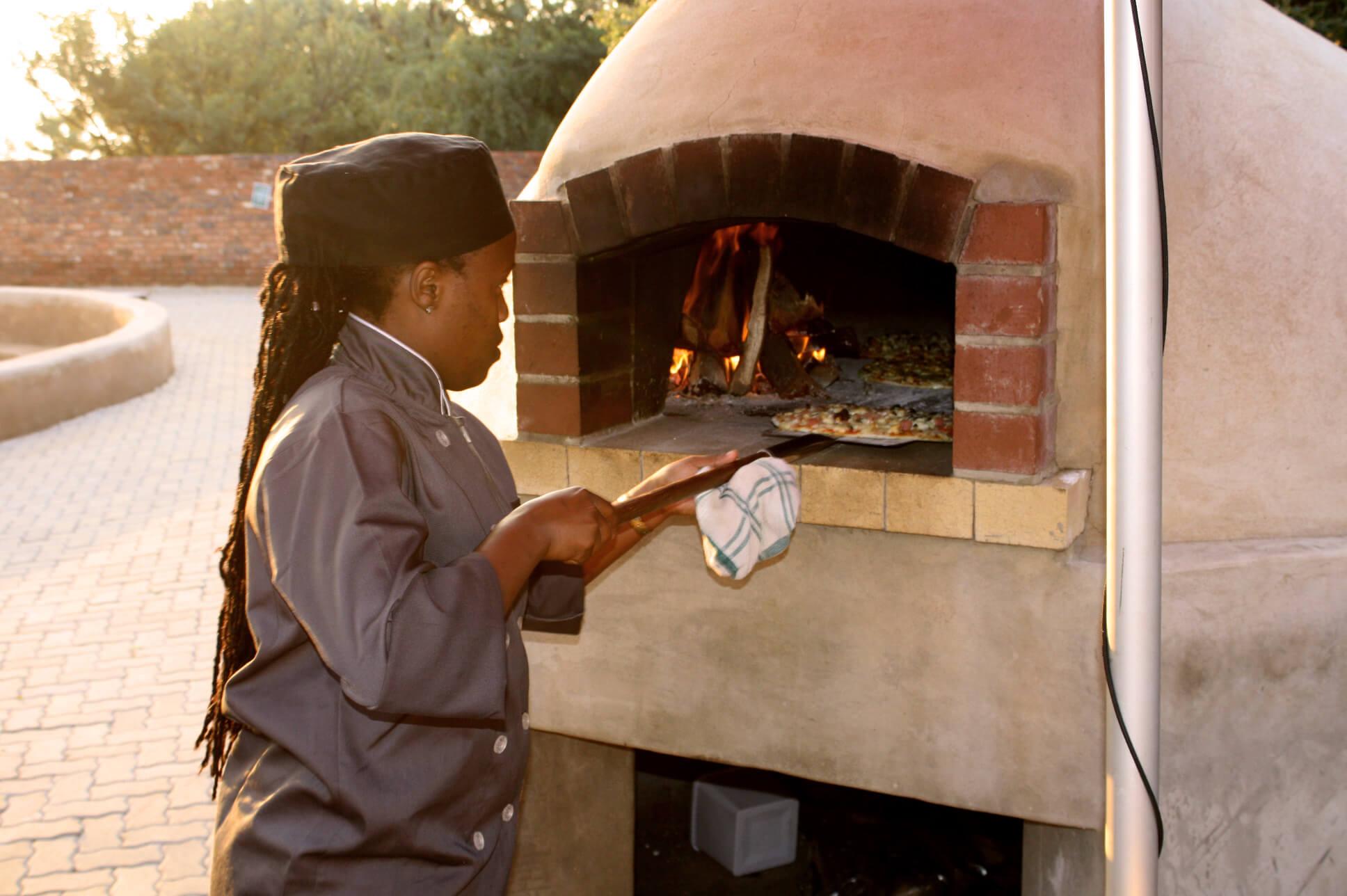 Monateng Pizza
