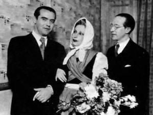 Federico García Lorca con la actriz Margarita Xirgu y  Cipriano Rivas en la presentación de Yerma (1934)