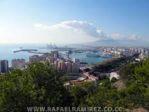 Málaga asoma así al Mediterraneo. Fotografía de la ciudad. Rafael Ramírez (2007)