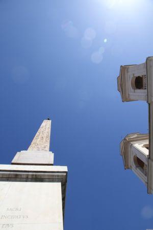 Piazza die Spagna mit Obelisk und Trinità dei Monti